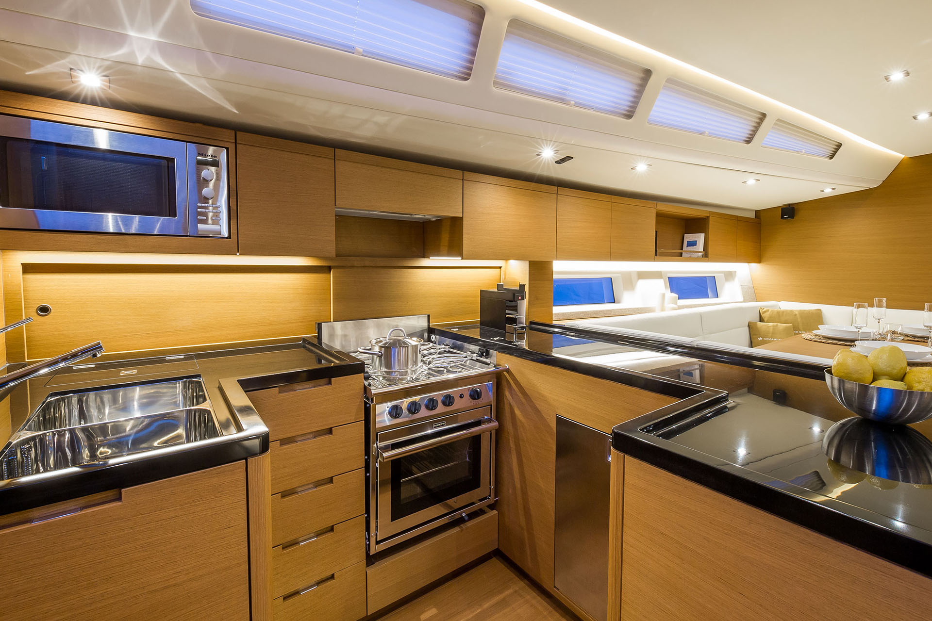 Grand_Soleil_58-Interior-2-California_Yacht_Imports