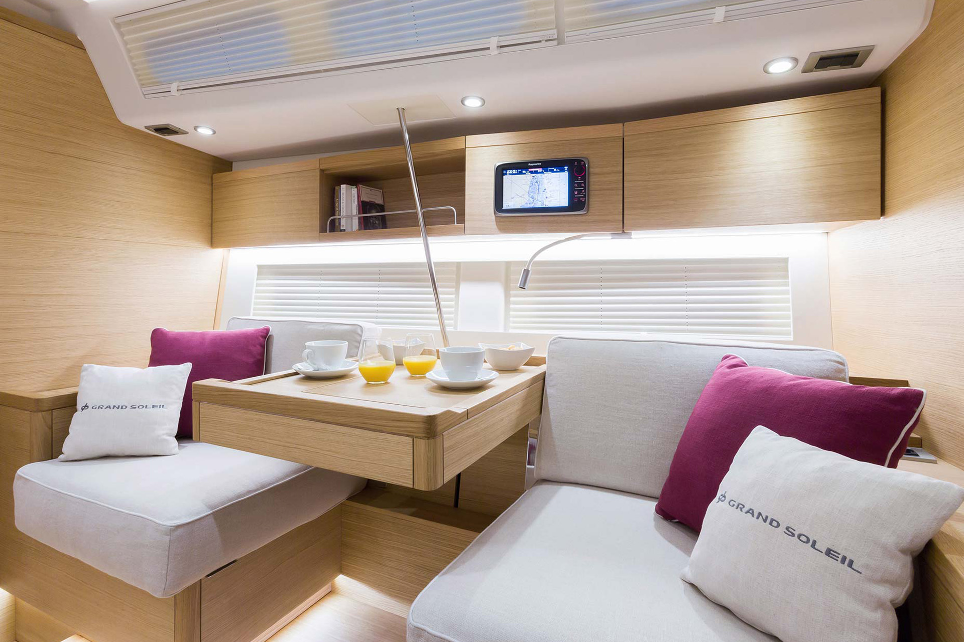 Grand_Soleil-Long_Cruise_46-California_Yacht_Imports-interior-lc469