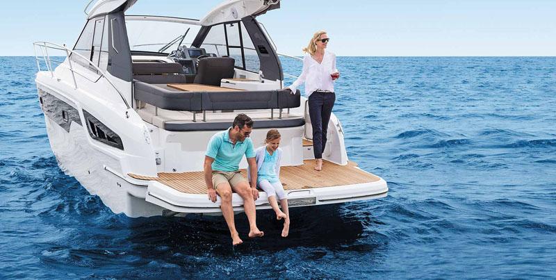 bavaria-mb-sline-s33-exterieur-s33_ht_ext_lifestyle_bathing_platform