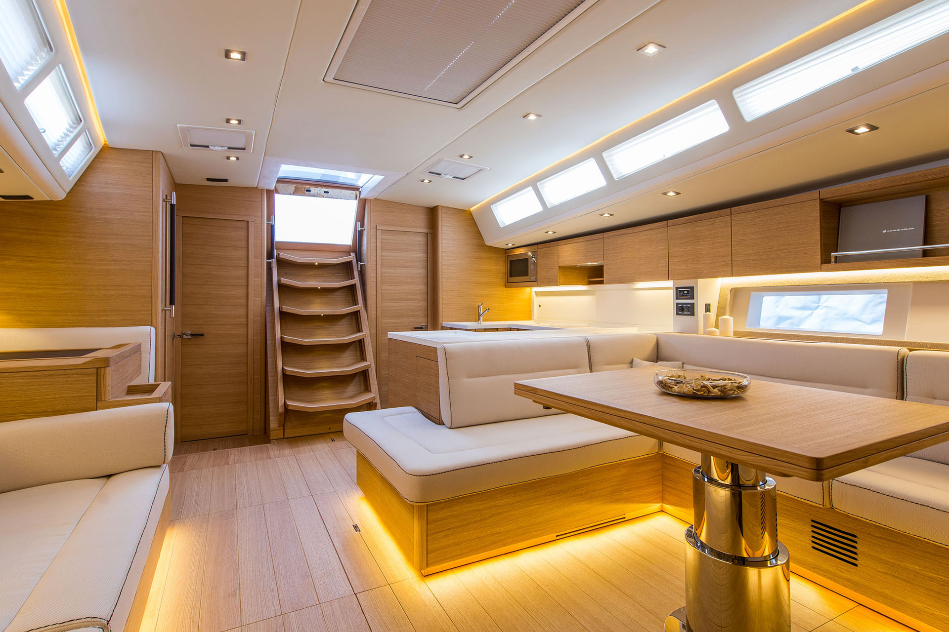Grand_Soleil_58-Interior-1-California_Yacht_Imports
