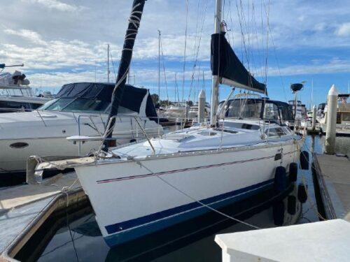 Hunter 40.5 Sailboat